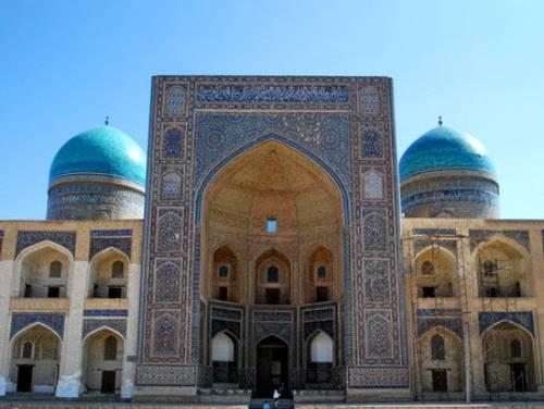 7. Mir Arab madrasasi